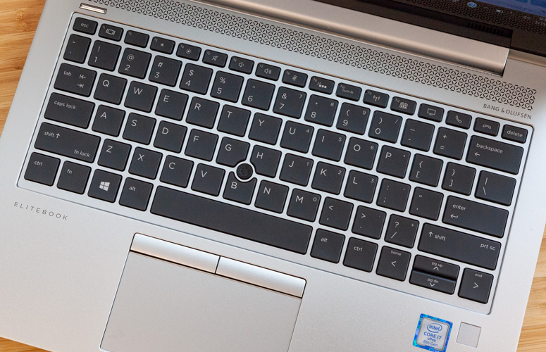 HP EliteBook 830 G5 - Revisión completa y puntos de referencia 6